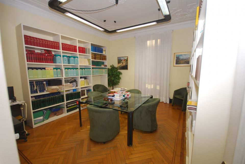 Casa Uso Ufficio : Casa sas genova appartamento uso ufficio ampia metratura in viale